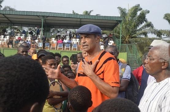 Yannick Noah à l'académie OTA au Cameroun